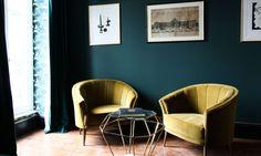 The Socialite Family | Il vient tout juste d'ouvrir ses portes et c'est déjà le lieu incontournable des noctambules. L'hôtel Providence étonne par sa nouveauté et sa discrétion. #address #adresse #hôtelprovidence #hôtel #room #chambre #paris #france #cityguide #pattern #wallpaper #papierpeint #velvet #velours #yellow #jaune #chairs #chaises #armchairs #fauteuils #blue #bleu #art #interior #intérieur #déco #decoration #design #thesocialitefamily
