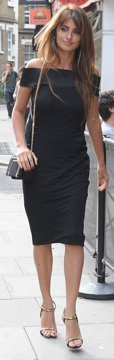 Who made  Penelope Cruz's black off the shoulder dress?