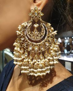 Jewelry OFF! Oversized Earrings for Brides Inspired By Bollywood Celebrities: Royal Regal These Are Antique Jewellery Designs, Fancy Jewellery, Indian Jewellery Design, Stylish Jewelry, Indian Bridal Jewelry Sets, Indian Jewelry Earrings, Jewelry Design Earrings, Bridal Earrings, Bridal Jewellery