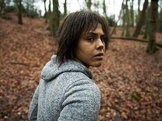 """Projekt BBC-Channel4 Černé zrcadlo sestavený ze tří samostatných epizod, charakterizoval jeho autor Charlie Brooker pro list The Guardian slovy: """"Pokud je technologie drogou – a to nesporně je – ptám se, jaké jsou přesně její vedlejší účinky? A…"""