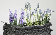Wilt u dat de tuin er piekfijn uitziet? Dat is geen probleem met deze prachtige bloementas. Het mooiste hiervan is nog wel dat u het van fietsbanden maakt: heel groen verantwoord dus!