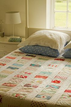 pretty coin quilt by Saídos da Concha, via Flickr