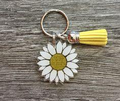 Keychain Design, Cute Keychain, Keychain Ideas, Resin Crafts, Resin Art, Cute Car Accessories, Wedding Accessories, Glitter Keys, Acrylic Keychains