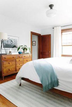 habitación minimalista demasiada madera pero si es lo que hay.. - #decoracion #homedecor #muebles