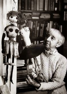 1975 Hannah Höch photo by Stefan Moses. Dada Artists, Collage Artists, Collages, Toy Art, Hannah Hoch Collage, Hannah Höch, Hans Richter, Francis Picabia, Max Ernst