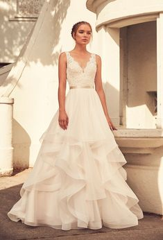 Want a wedding day look that is glamorous, but still comfy? Here's how. #sponsored