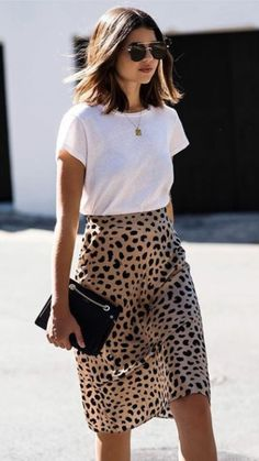 Leopard skirt and white tee shirt. Leopard skirt and white tee shirt.,Style Leopard skirt and white tee shirt. Related posts:Notre-V Chelsea Boots 567 Cognac Damen - styleFashion Jackson Wearing Camel Coatigan Grey Sweater. Looks Chic, Looks Style, Fashion Mode, Look Fashion, Ladies Fashion, Feminine Fashion, Trendy Fashion, Skirt Fashion, Fashion Styles