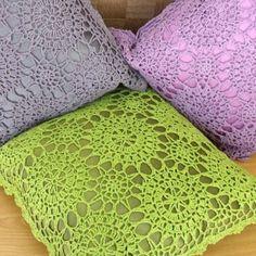 idea cromática a la hora de teñir y combinar con visillo, en este caso contrastará mucho menos que el cojín verde
