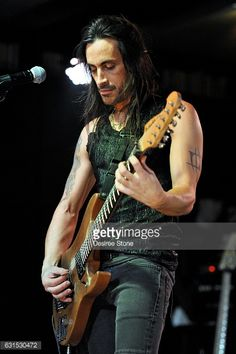 Nuno Bettencourt - Extreme guitar player - if you haven't heard him in awhile check out his version of Flight of the Bumble Bee or the track Play With Me. Nuno Bettencourt, Tom Morello, Fine Men, Record Producer, In Hollywood, Good Music, Hot Guys, Beautiful People, Wonder Woman