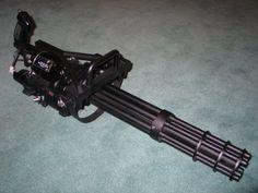 Ametralladora minigun: (tira muy rápido y destruye prácticamente todo lo que toca).