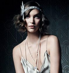 This listing is for a very elegant The Great Gatsby/Roaring vintage style bridal/wedding headband / tiara. The flapper style headband by carmen Flapper Headband, Flapper Hair, Flapper Style, Wedding Headband, Gatsby Style, 1920s Flapper, Great Gatsby Headpiece, Gatsby Hair, Long Curly Hair