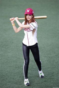 Các thành viên Twice khiến Fan KPOP thích thú vì phong cách độc đáo