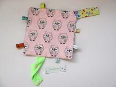 Knistertücher - großes, rosa Knistertuch Eulen und Sterne in weiß - ein Designerstück von traumgenaeht bei DaWanda