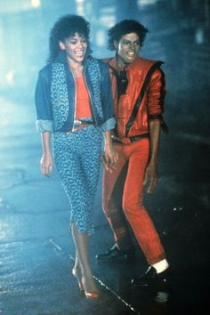 """Michael Jackson became a pop icon in the Jackson's hits such as """"beat it"""" and """"thriller"""" launched him into the spotlight. Moda 80s, Japonesas Hot, Look Disco, 80s Costume, 80s Aesthetic, 80s Outfit, 80s Kids, 80s Music, Marie Claire"""