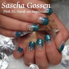 #CNDShellac on #naturelnails.  #CND #Shellac #bling #glitters #Negligee #BlueRapture #Swarovski #blue #nailart #naildesign