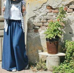 Chiffon and cotton maxi hijab outfits – Just Trendy Girls Maxi-Hijab-Outfits aus Chiffon und Baumwolle – Just Trendy Girls Hijab Style Dress, Casual Hijab Outfit, Hijab Chic, Islamic Fashion, Muslim Fashion, Fashion Muslimah, Lehenga, Moslem, Modele Hijab