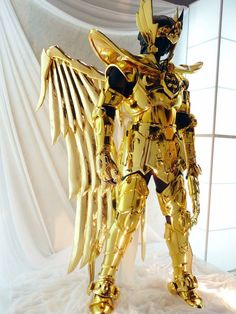 """Saint Seiya's """"Sagittarius' Gold Cloth"""" reconstructed in Life Size. Bd Comics, Anime Comics, Best Cosplay, Anime Cosplay, Cosplay Wings, Cosplay Armor, Cosplay Diy, Awesome Cosplay, Cool Costumes"""
