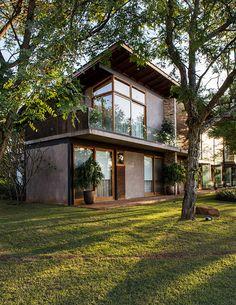 38 best modern exterior farmhouse design in 2020 1 Tropical House Design, Tropical Houses, Modern House Design, Modern Tropical House, Small House Design, Contemporary Design, Future House, My House, Design Exterior