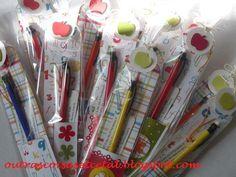 Marcador de livros para os professores, com bolsinho para lapiseira.