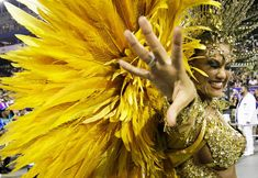 Veja fotos da Rosas de Ouro no Desfile das Campeãs de SP Folk, Crown, Queen, Fashion, Black Pearls, Roses, Corona, Moda, Popular