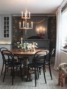 Idas lantligt julhem – i vackra sekelskifteshuset i Småland - Lilly is Love Scandinavian Cottage, Swedish Cottage, Design Furniture, Plywood Furniture, Deco Champetre, Interior And Exterior, Interior Design, Home Remodeling Diy, Beautiful Space