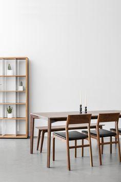 Dining set with our T110 table, C205 chairs and S304 bookshelf in solid walnut / Ensemble de salle à manger avec notre table T110, nos chaises C205 et notre bibliothèque S304 en noyer massif