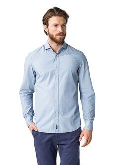 Die klassische Konfektionierung dieses Hemdes und der weiche Griff sorgen für eine angenehme Bequemlichkeit mit optimaler Passform. Designstark kreiert als Double-Layer mit kontrastiger Innenseite aus 100% Baumwolle....