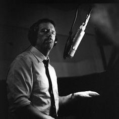 Hugh Laurie - on the Piano