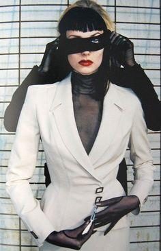 Helmut Newton in Thierry Mugler Helmut Newton, Thierry Mugler, Fashion Pictures, Vintage Designs, Blazer, Chic, Sexy, Model, Jackets