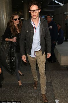 Eddie Redmayne and Hannah Bagshawe land at LAX ahead of Oscars | Daily Mail Online