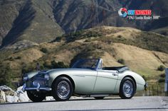 #SWEngines 1950 Austin healey 100m.The BN2 was fitted with a real 4-speed manual transmission, still with overdrive on the top 2 gears. Other features that distinguish the BN2 from the BN1 are the slightly larger front wheel arches, different rear axle and being the first 100 with optional two-tone paint. The colour alternatives available to the 100 were: Reno Red, Spruce Green,