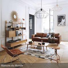 Um ein natürlich eingerichtetes Zimmer lebendig zu gestalten, setzt man am besten moderne Akzente. Accessoires wie die diamantförmigen Pendelleuchten, der…