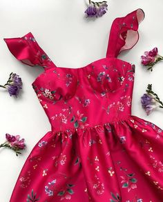 Pretty Outfits, Pretty Dresses, Beautiful Dresses, Cute Outfits, 80s Fashion, Fashion Dresses, Womens Fashion, Fashion Tips, Modest Fashion