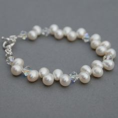 Pearl and crystal bracelet.  I need to get some top-drilled beads; I love how they lay in a zig zag pattern!