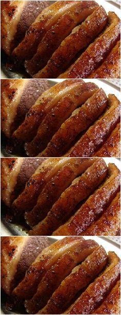 Inicie temperando a carne com o alho, a pimenta e o sal. Espalhe os temperos,#receita#bolo#torta#doce#sobremesa#aniversario#pudim#mousse#pave#Cheesecake#chocolate#confeitaria# Carne, Mousse, Bacon, Cheesecake, Chocolate, Breakfast, Food, Garlic, Spices