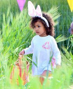 Kim Kardashian takes Nori and Penelope on cute egg hunt in Los Angeles Kardashian Family, Kim Kardashian, Beautiful Children, Beautiful Babies, Cute Kids, Cute Babies, Cute Egg, Jenner Family, Jenner Kids