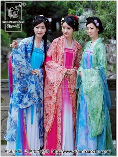 "Han girls wearing traditional Hanfu 韓服.-  ""Han Chinese constitute about 92% of the population of the People's Republic of China (mainland China), 98% of the population of the Republic of China (Taiwan), 74% of the population of Singapore, 24.5% of population of Malaysia, and about 20% of the entire global human population, making it the largest ethnic group in the world."" #hanfu"