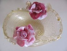 Up for auction is a gold mica ruffled trim bowl with pink and white flowers and gold mica leaves.. ELEGANT bowl that is a match to other auction listed. Produced by Pustetto & Zanetti these Murano Pink And White Flowers, Murano Glass, Ruffle Trim, Auction, Leaves, Elegant, Amp, Floral, Gold