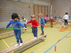 Kuvahaun tulos haulle kleuterturnen Sports Day Activities, Gross Motor Activities, Gross Motor Skills, Physical Activities, Preschool Activities, Physical Development, Physical Education, Preschool Gymnastics, Summer Camp Art