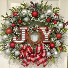Beautiful Christmas Wreaths for Front Door. The main Christmas decorations that each of us never forgets to put during the holidays is the Christmas tree Christmas Wreaths For Windows, Diy Christmas Decorations For Home, Christmas Front Doors, Holiday Wreaths, Front Door Wreaths, Holiday Decor, Christmas Door Hangings, Winter Wreaths, Tree Decorations