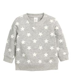 CONSCIOUS. Sweatshirt in soft, organic cotton fabric with a snap fastener on one shoulder (sizes 9-12 months to 1 1/2-2Y without snap fastener). Brushed inside.