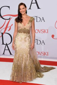 Ashley Judd in Badgley Mischka at the 2015 CFDA Fashion Awards. See all the looks from the night.