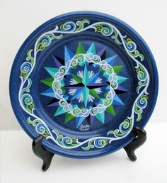 Vintage Costa Rica Handpainted Compass Rose on Blue Graniteware Metal Plate Costa Rica Art, Hispanic Art, Cultural Crafts, Surf Shack, Compass Rose, Travel Souvenirs, Country Crafts, Ceramic Pottery, Jaguar