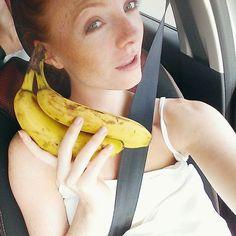 Stau Stau Stau  Jemand Lust mit mir Banana-Telefon zu spielen ?  @anny_in_moguntia @missellispirelli @eatbetterfeelbetter_  Einfach Foto mit nem Bananen-Telefon mit dem Hashtag #kimcheystrbananatelefon posten & mich verlinken  Noch 4 Stunden Fahrt vor uns  _____________________________________________ Jam Jam Jam  Someone want to play with me Banana Phone? Post a single photo with a banana phone using the hashtag #kimcheystrbananatelefon post & link me  Still 4 hour drive  #fruits #fruitbowl…