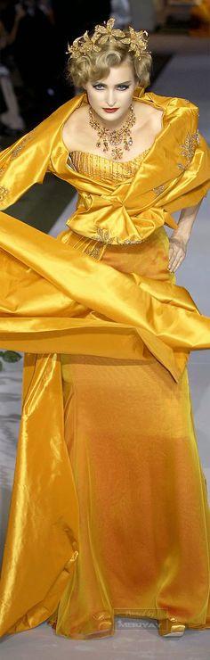 Not so much the dress, but the headpiece!!!! SJM Ꮳɧɽ¡ʂʈ¡ɑɲ Ꭰ¡Ꭷɽ ♔ Ḩaųʈҽ Ꮳoųʈųɽҽ Fall 2007 jαɢlαdy