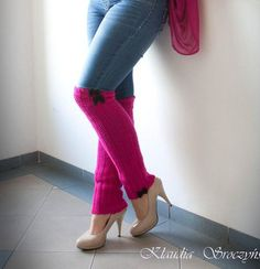 in fuchsia with black bows