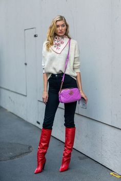See in the gallery our selection of the best fall outfits paired with red boots. Here's how to wear red boots like a street style star. Milan Fashion Week Street Style, Looks Street Style, Cool Street Fashion, Looks Style, Looks Cool, Fashion Mode, Girl Fashion, Fashion Outfits, Fashion Trends