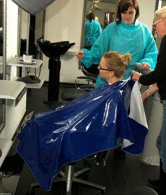 Shampoo Cape Friseur/Waschumhang aus Plastik/Lackleder blau a0001 in Beauty & Gesundheit, Spa, Kosmetik- & Friseursalon, Umhänge & Kittel | eBay