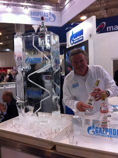 Vodka Ice Luge. IJsblok met spiraal. De Gazprom logo's mee ingevroren. Interactieve invulling op de stand van Gazprom Energy op E World 2013 Essen.