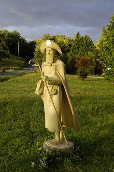 Chemin de St Jacques Hôpital d'Orion statue St Jacques